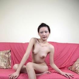 Девушка голая девушки по вызову дешево азиатки москва онанизм оргазма групповуха